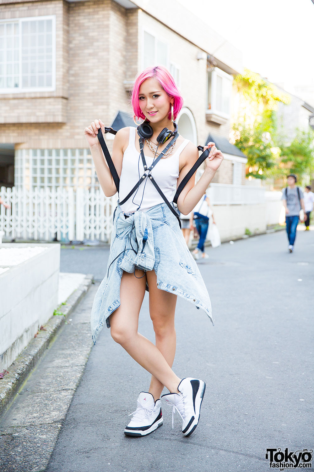 5c7b897c6b3 Pink Haired Harajuku Girl in Sporty Chic Style w  Glad News   Air Jordans