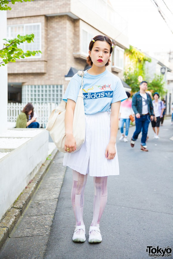 Used fashion with Adidas t-shirt, pleated shorts, tattoed stockings and Nike Air Rift shoes
