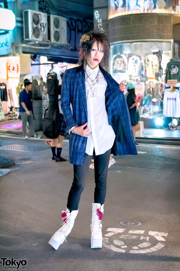 Plaid Jury Black Jacket & Skinny Jeans in Tokyo