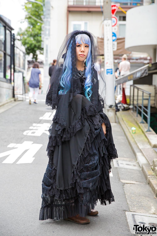 Harajuku Gothic Lolita in Dangerous Nude, Black Peace Now