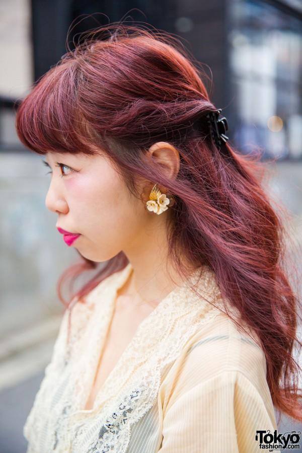Auburn Hair & Hair Clips in Half Tail Hairstyle