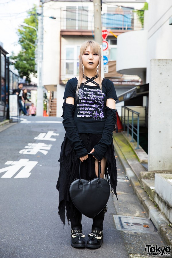 Gothic Harajuku Street Style w/ Deorart, Claire's & Resale Items