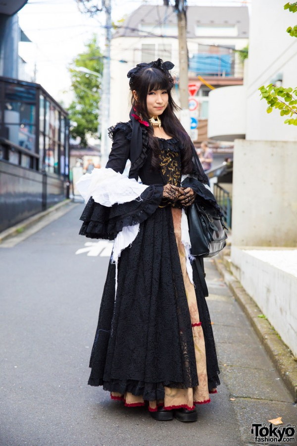 Gothic Lolita Street Fashion in Harajuku