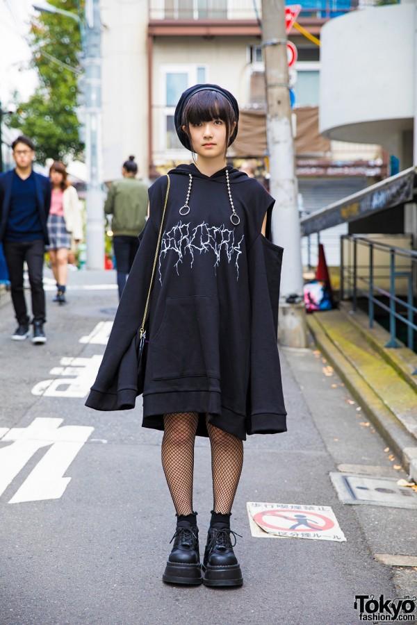 Harajuku Girl in All Black Fashion w/ Never Mind the XU, Demonia & Tokyo Disney Sea
