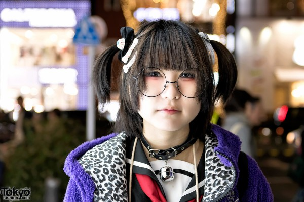 Bell Choker, Round Glasses & Twintails Hairstyle