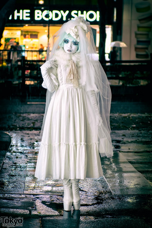 Shironuri Artist Minori in Harajuku w/ Vintage Lace Dress & Veil