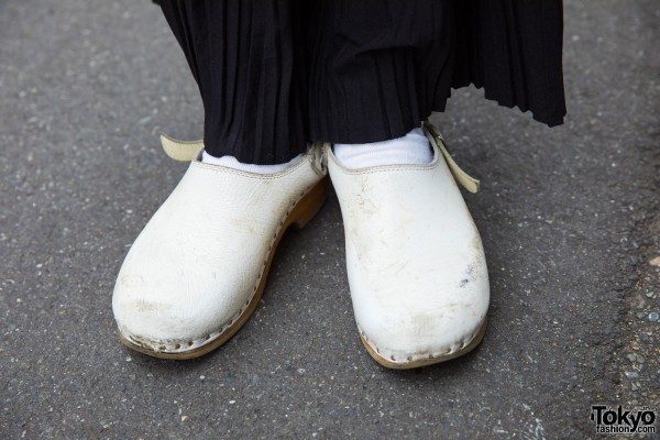 Used/Resale White Clogs