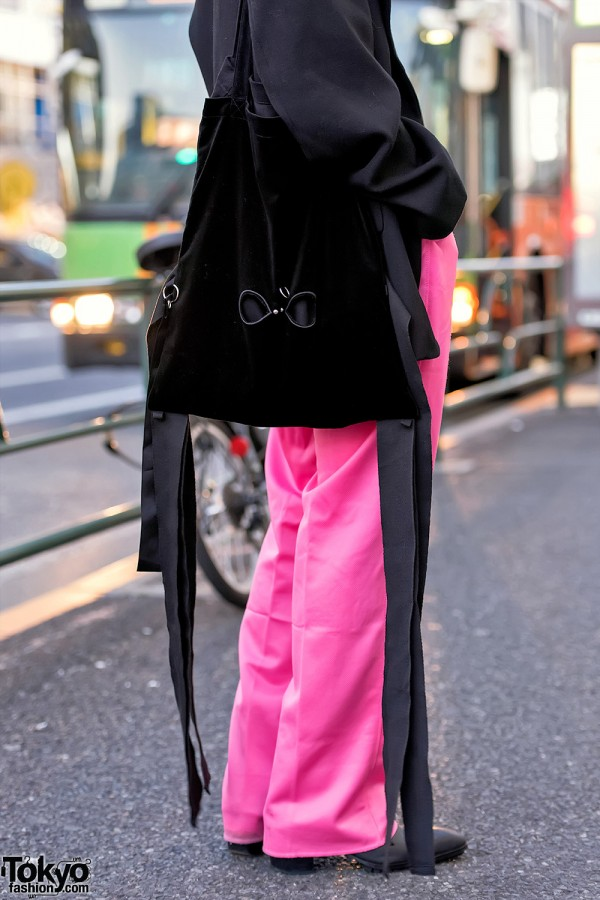 Manaya is a 19-year-old student who often catches our eye on the street in Harajuku. His look this time features an oversized Comme Des Garcons
