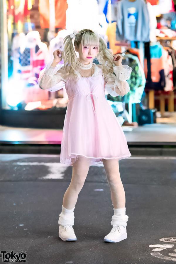 Japanese Idol Rinahamu in Harajuku w/ Twintails & Kawaii Pastel Fashion