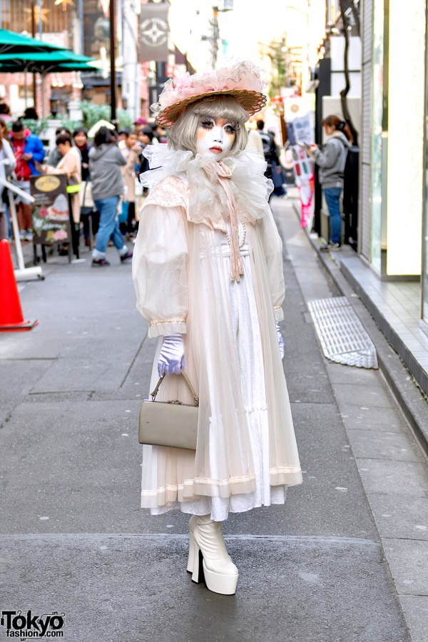 Japanese Shironuri Artist Minori in Harajuku w/ Straw Hat & Vintage Sheer Dress