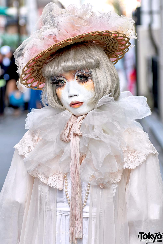 Japanese Shironuri Artist Minori In Harajuku W Straw Hat