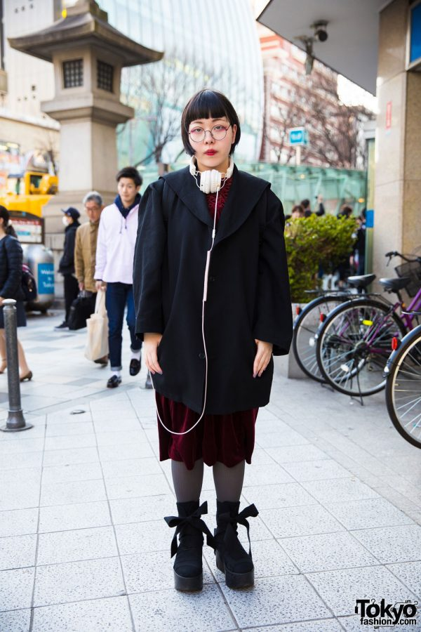 Harajuku Girl in Minimalist Fashion w/ Monomania, Tokyo Bopper & Comme Ca