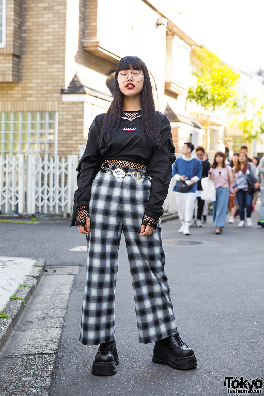 Harajuku Girl In Dark Plaid Street Style W Drinkscancode
