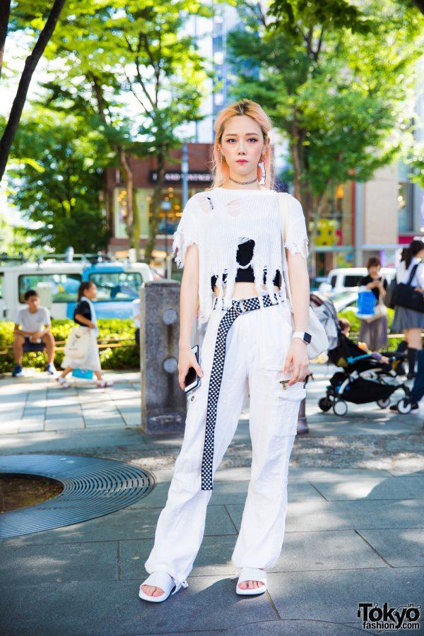 Harajuku Girl in Ripped Sweater & Monochrome Tokyo Street Style