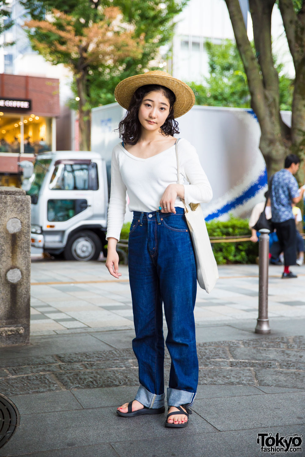 vintage japanese street style with levis straw hat amp sandals
