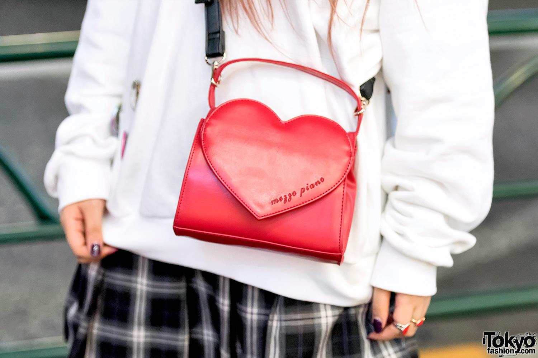 Harajuku Girl In Naning9 Sweatshirt Plaid Skirt Heart