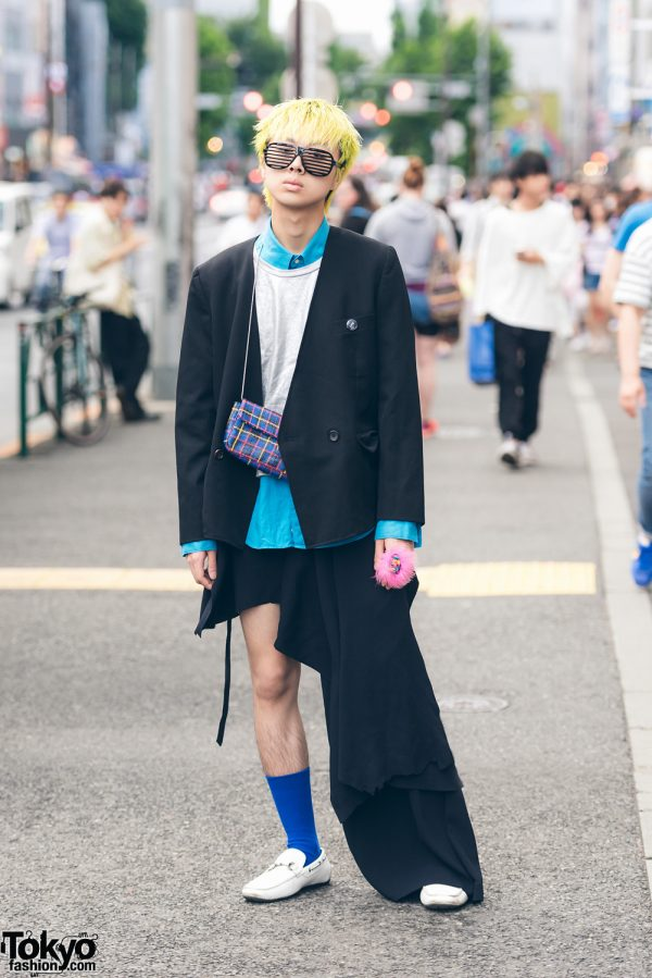 Yellow-Haired Harajuku Guy in Remake One-Leg Pants Fashion w/ Tricot Comme des Garcons & Dog Harajuku