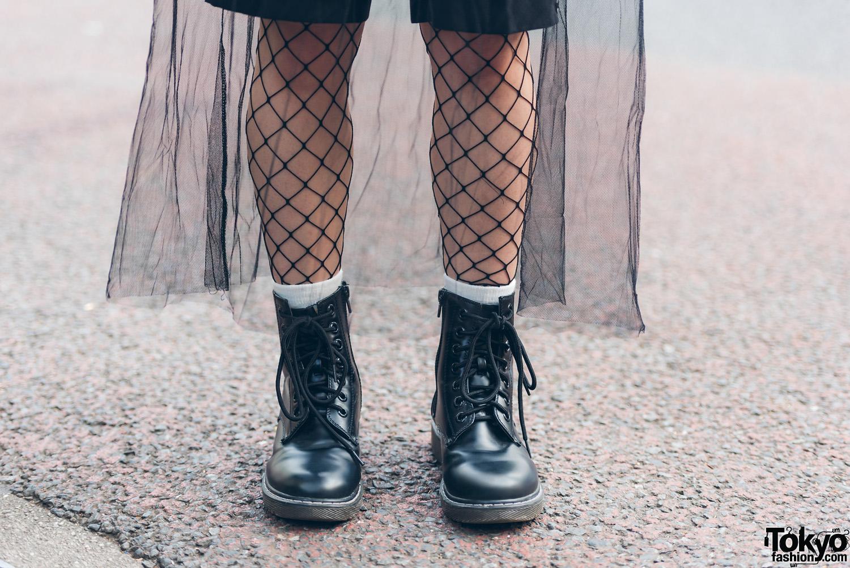 Twin Tailed Harajuku Girl In Gothic Fashion W Sleeveless