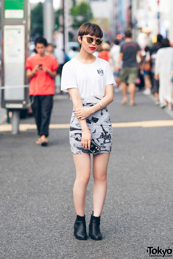 Harajuku Girl in Monochrome Street Fashion w/ Pebbles, Jeremy Scott & Police Lifestyle