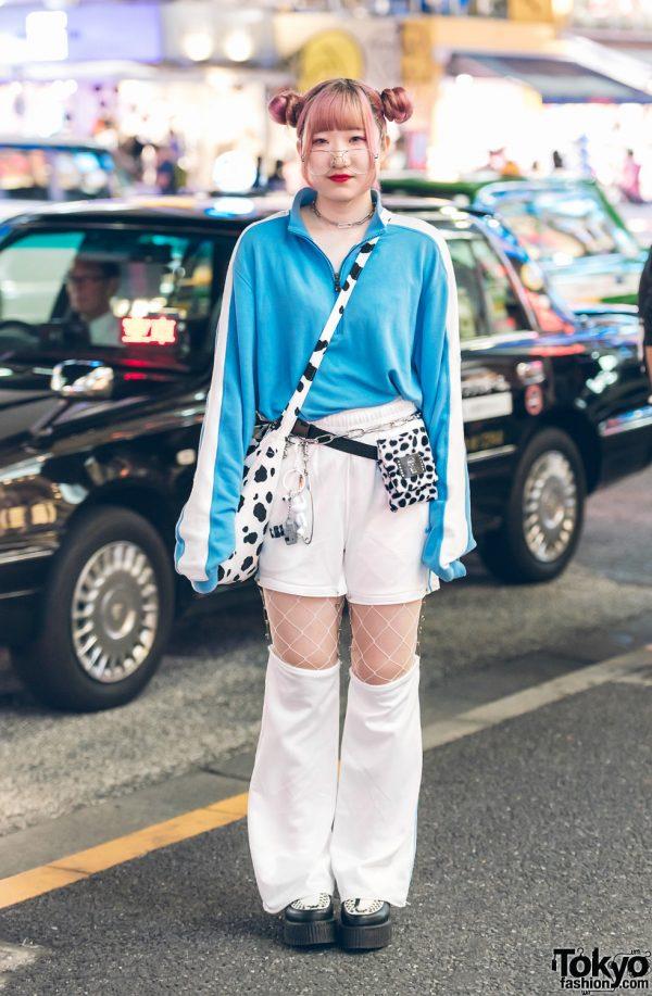 Pink-Haired Harajuku Girl in White & Blue Street Style w/ Banny, Kinji, Starlights Gallery & Kobinai