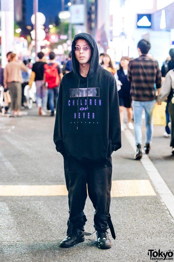 Kinji Staff in Dark Streetwear Fashion w/ Venturer Hoodie, Tiger London Zipper Pants & Nike Sneakers