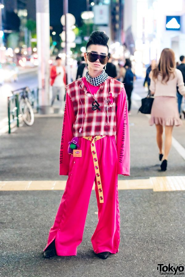 Stylish Harajuku Teen in Pink Remake and Vintage Street Fashion