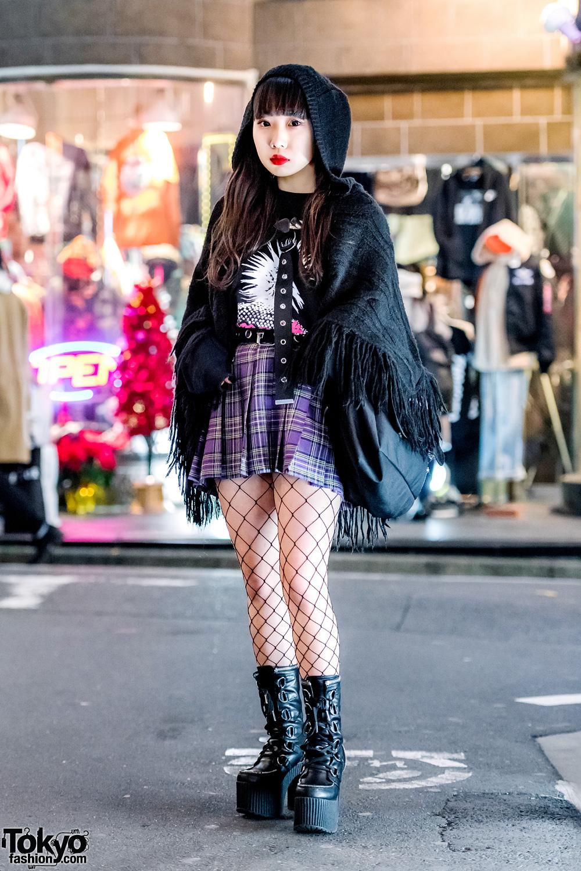 Harajuku Girl In Vintage Fringe Shawl Plaid Skirt
