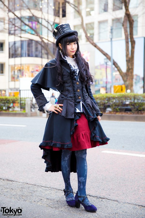 Gothic Fashion Designer Ruru in Harajuku Steampunk Style w/ Candy Noir Hat, Handmade Corset & Ruffle Skirt