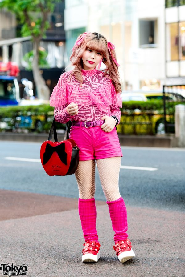 Kinji Shimokitazawa Staffer in Pink Street Fashion w/ H&M, Kinji Shimokitazawa, Tokyo Bopper & Disney Apple Handbag