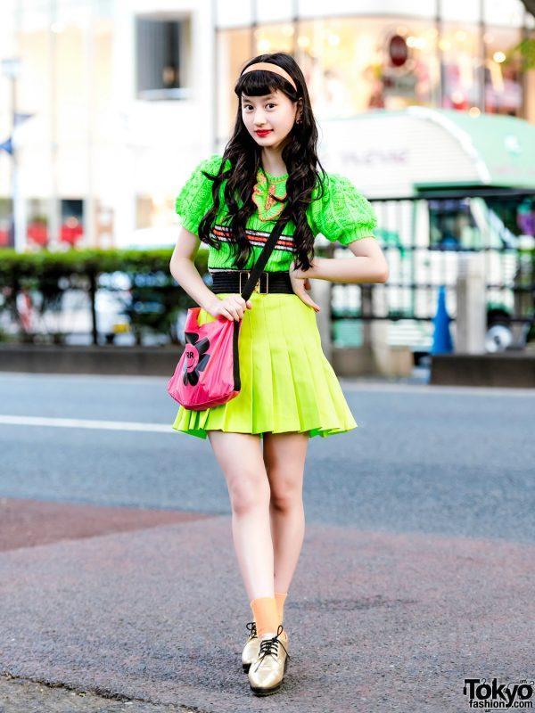 Japanese Teen in Kawaii Vintage Street Style w/ RRR Show Room, WEGO & G2?