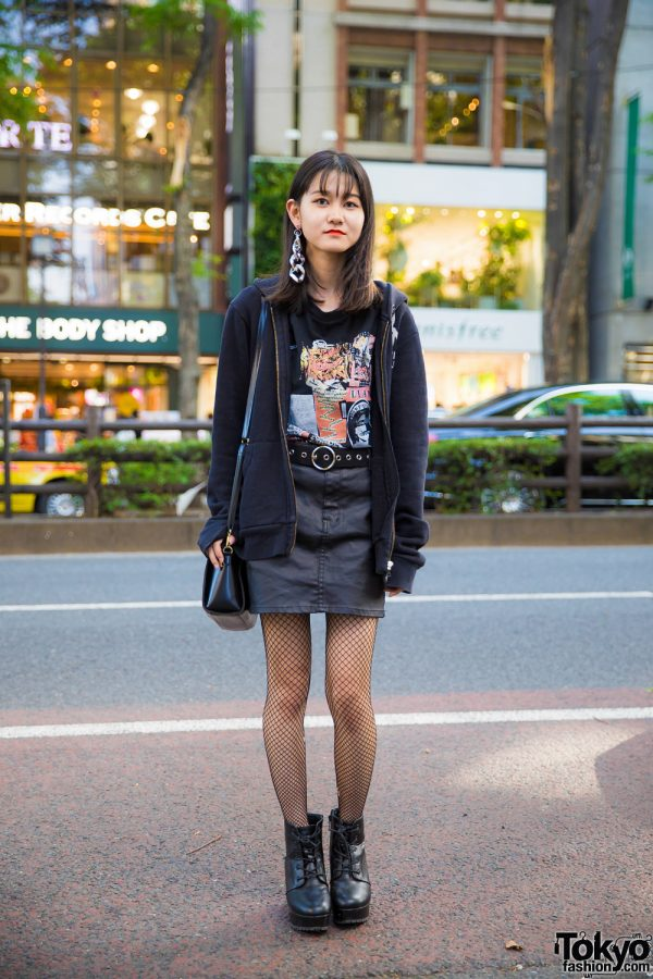 Harajuku Teen in  All-Black Street Style w/ Hysteric Glamour & Uniqlo