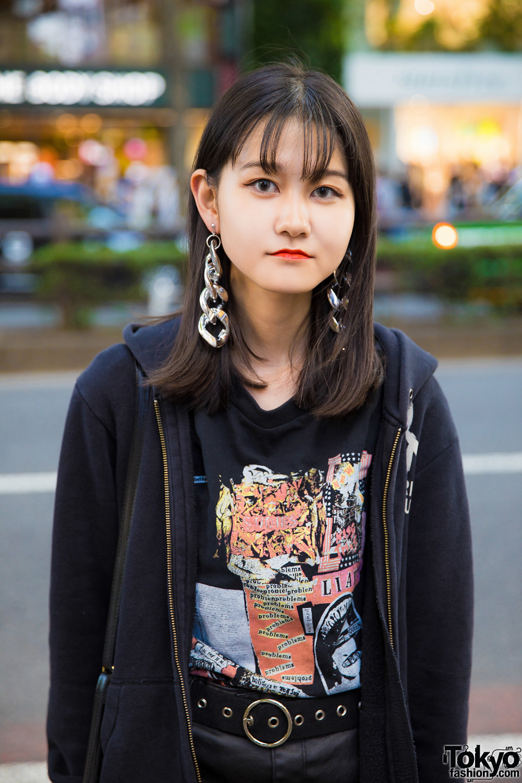 harajuku teen in allblack street style w hysteric
