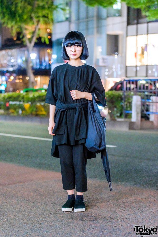 Harajuku Minimalist Street Style w/ UNIQLO Cropped Pants, Printstar T-Shirt, Muji Slip-Ons and Black Umbrella