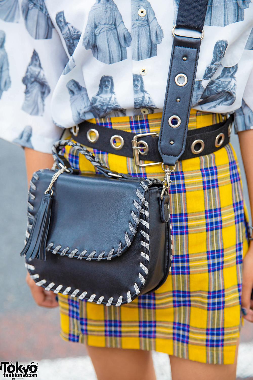 Japanese Teen Girls Street Styles Amp Matching Twin Buns