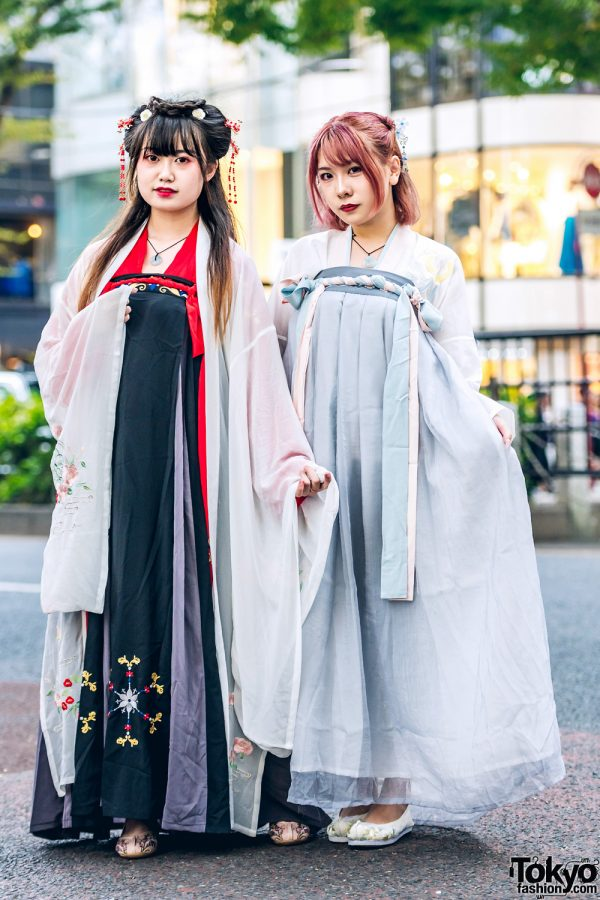 Traditional Chinese Hanfu Dresses & Floral Hair Accessories on the Street in Harajuku