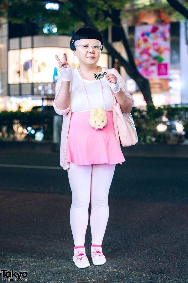 Harajuku Girl in Pink & White Kawaii Street Style