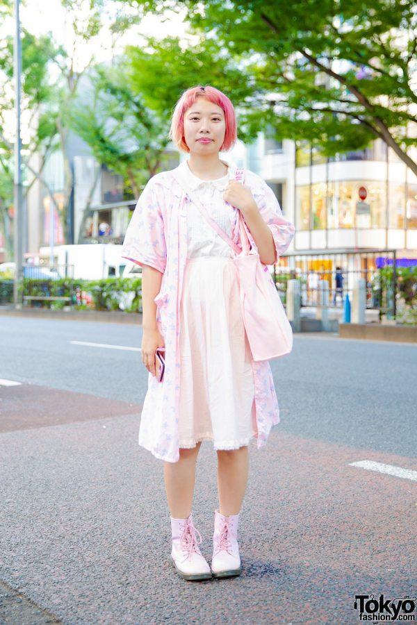 Harajuku Girl w/ Pink Hair & Pink Streetwear Style