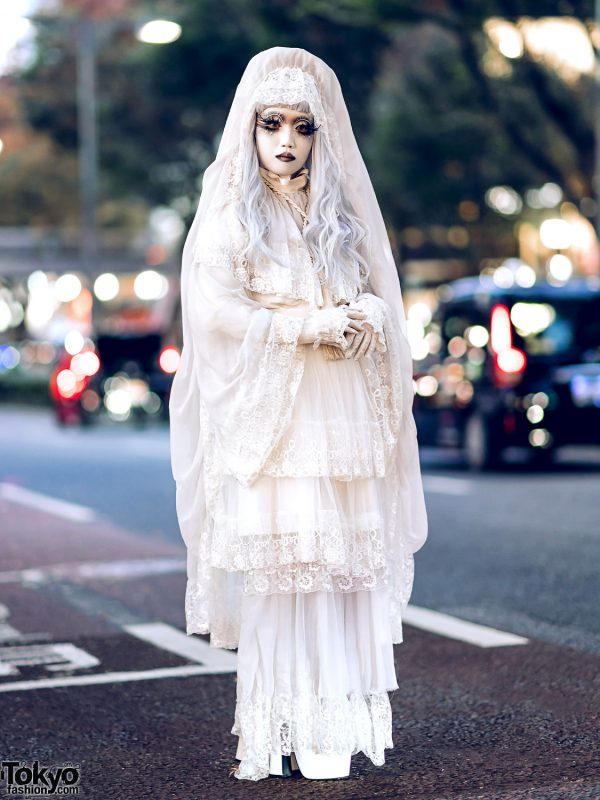 Shironuri Artist Minori in Harajuku Wearing All White Handmade & Vintage Fashion