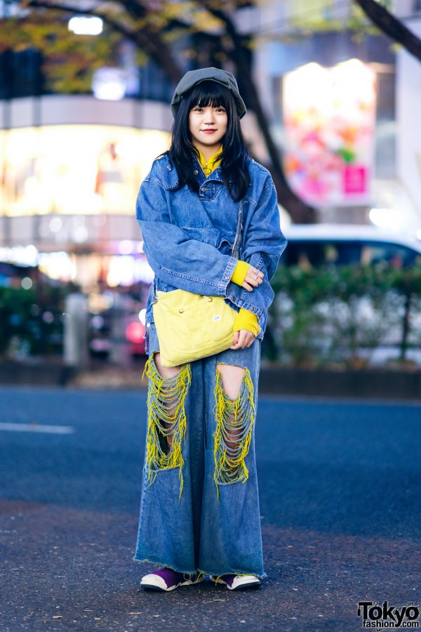 Chic Denim Streetwear Style w/ Kangaroo Pocket Denim Jacket, Gap Sweater, Little Sunny Bite Ripped Jeans, Fessura Sneakers & Lee Bag
