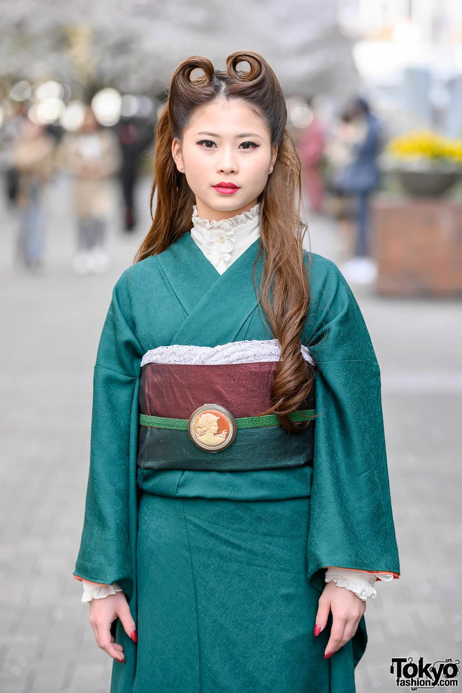 Vintage Japanese Kimono Amp Victory Rolls Hairstyle Street