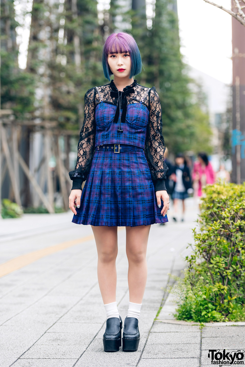 Tokyo Streetwear Style w/ Colorful Bob Hairstyle, Bubbles Lace Top, Plaid Corset Top, Pleated Skirt & Platform Heels