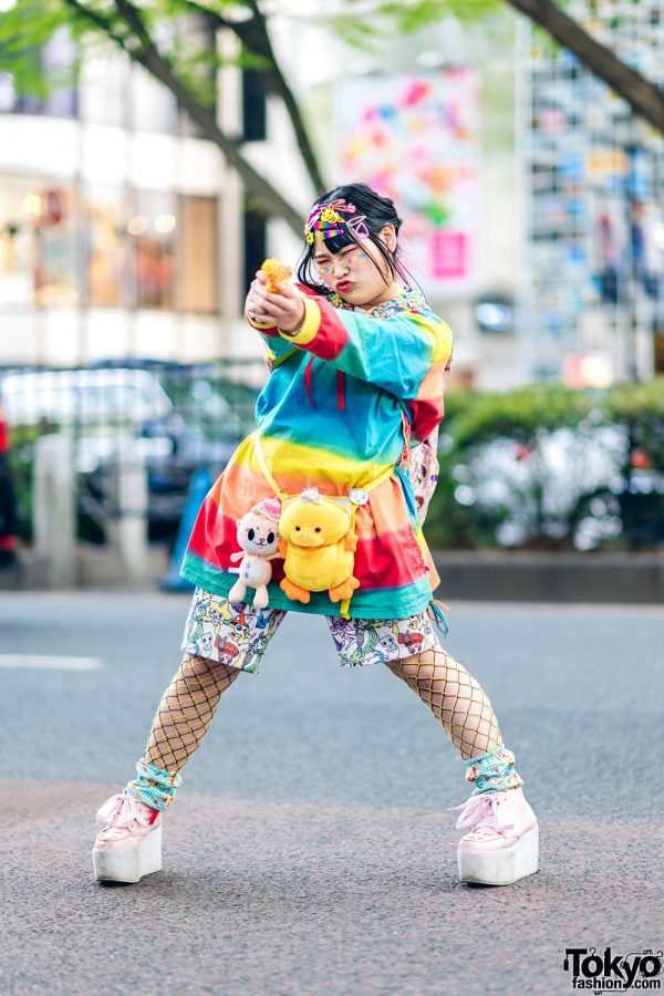 Decora Streetwear Style w/ Multiple Hair Clips, El Rodeo Rainbow Shirt, Pokemon Print Shorts, Fishnets & Laguna Mart Platform Bow Shoes