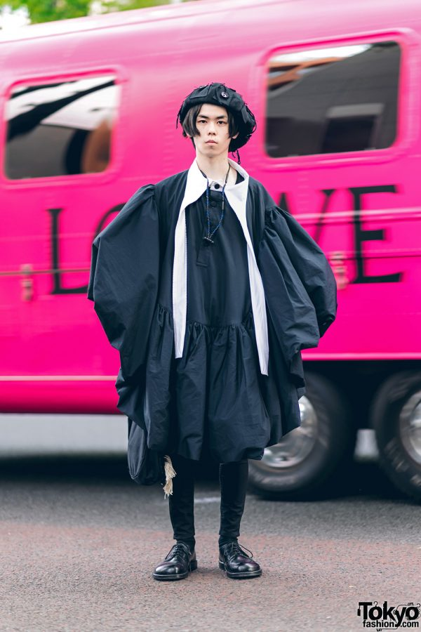 All Black Harajuku Street Style w/ Beret, Vaquera Deconstructed Puffy Robe, Christopher Nemeth Tassel Bag & Lace-Up Shoes