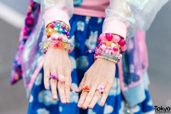 Kawaii Tokyo Streetwear Styles w/ Twin Braids, Colorful Hair, Decora Hair Clips, 6%DOKIDOKI, Claire's, ACDC Rag, Demonia, YRU, Yoshida Beads & Thank You Mart 18
