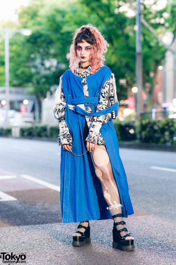 Street Fashion in Tokyo w/ Pink Curls,  Heiligtum Strap Robe, Graphite Shirt, Ripped Fishnets, Killers Accessories & Shibuya 109 Platforms