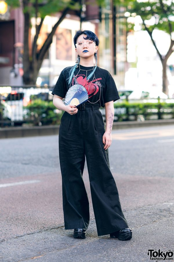 Harajuku Girl in All Black Vintage Street Style w/ Graphic Print Top, Platform Shoes & Tattoos