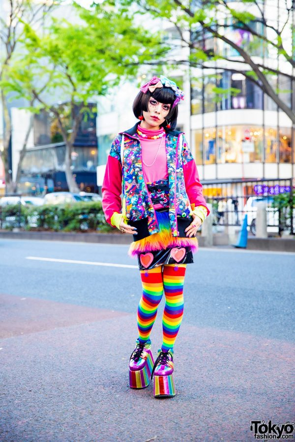 Kawaii Streetwear Look in Harajuku w/ Glitter Hair Bows, Red Eye Makeup, 6%DokiDoki, Kiss Me Kill Me, UNIF & Dolls Kill Glitter Platforms