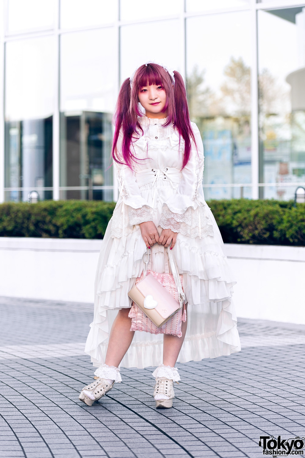 All White Fashion w/ Twin Pink Tails, Red Eye Makeup, Ruffle Headpiece, Atelier Pierrot, Metamorphose Temps De Fille, Pink Bags & Axes Femme Wedges