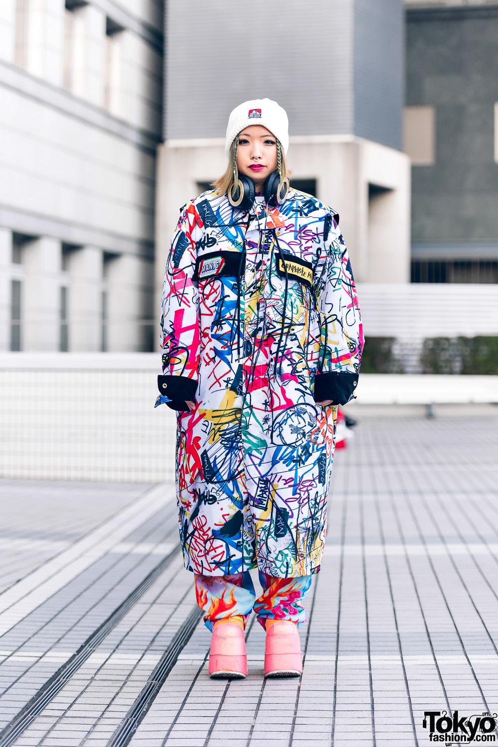 Tokyo Street Style w/ Graffiti Coat, Colorful Platform Shoes, Beret, Man G, Demonia & Kobinai
