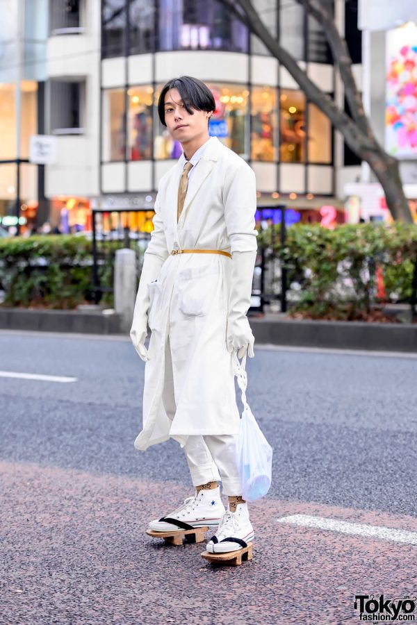 Japanese Geta Sandals x Converse Chuck Taylor All Stars & White Gloves Street Style in Harajuku